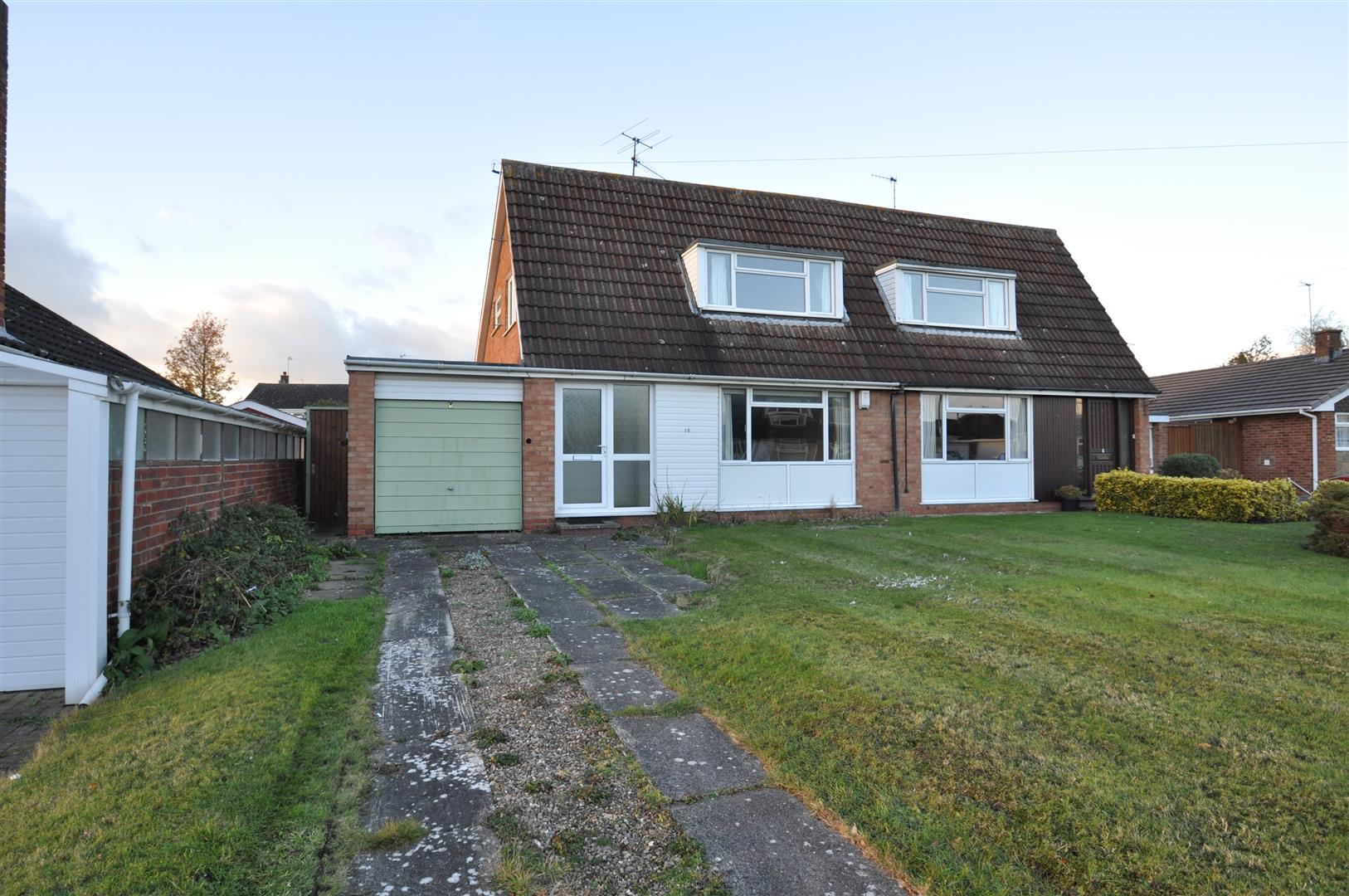 2 Bedrooms Semi Detached House for sale in Abberley Drive, Droitwich